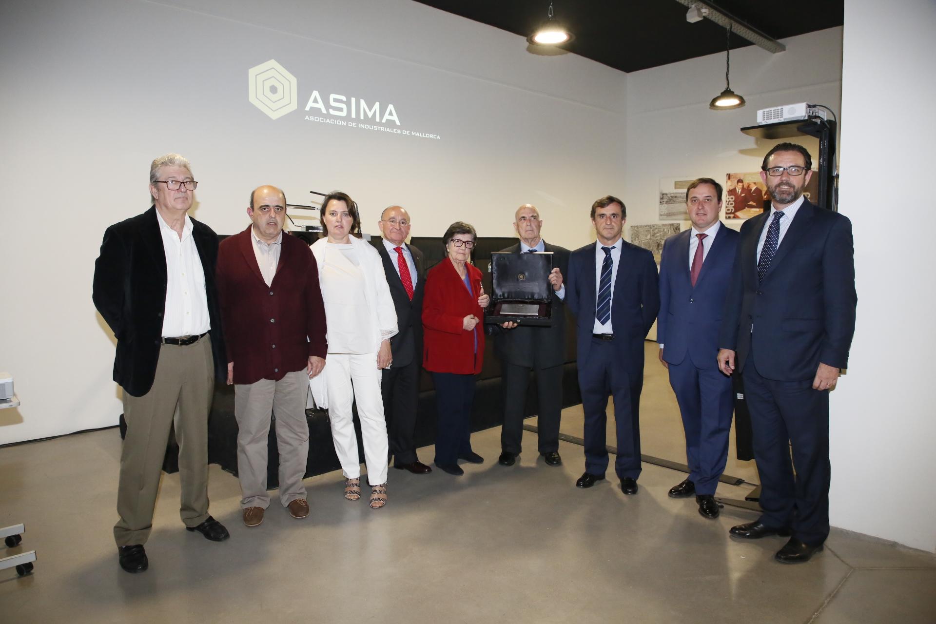 Hijos de Ramon Oliver recibe el reconocimiento de ASIMA por la conmemoración de su centenario